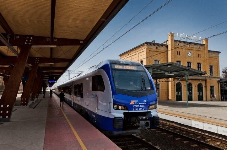 Stadler Flirt - jeden z rodzajów pociągów PKP Intercity, w których nie kupimy biletu na miejsce stojące /PKP Intercity /Archiwum