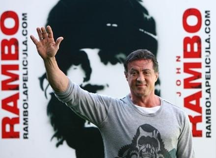 Stallone kończy z Rambo, ale nie kończy z reżyserią /AFP