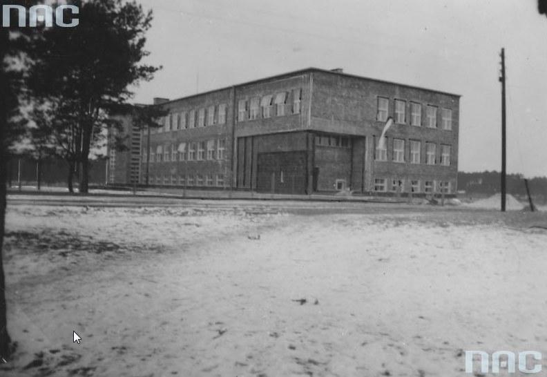 Stalowa Wola. Szkoła Powszechna im. Generała Tadeusza Kasprzyckiego /Z archiwum Narodowego Archiwum Cyfrowego