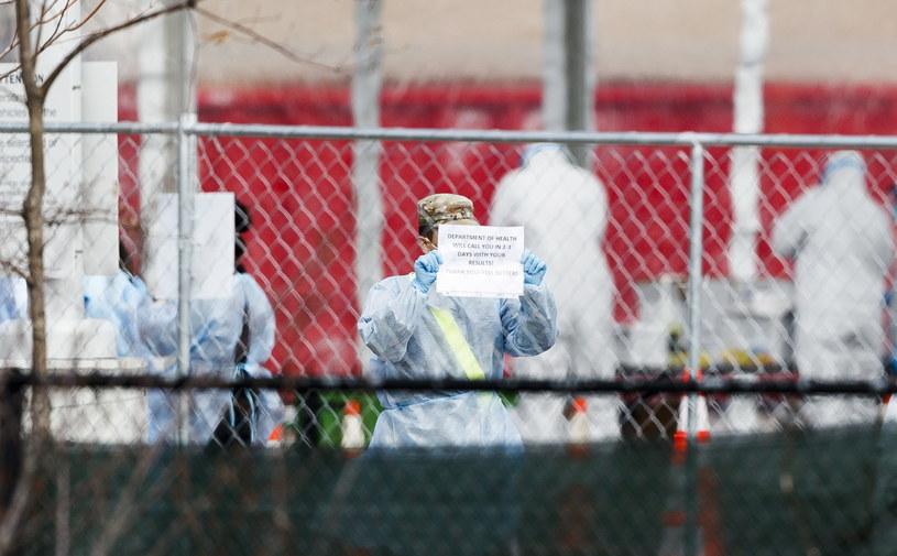 Stan Nowy Jork odnotował gwałtowny wzrost potwierdzonych przypadków zakażenia koronawirusem /JUSTIN LANE /PAP/EPA