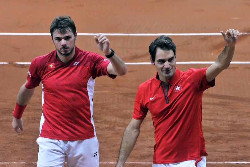Stan Wawrinka i Roger Federer triumfują /AFP