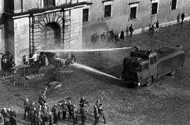 Stan wojenny, 3 maja 1982 r., Plac Zamkowy w Warszawie, fot. Krzysztof Pawela /Agencja FORUM