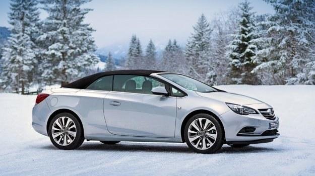 Standardowo Cascada ma dach w kolorze czarnym. W opcji - brązowy lub wiśniowy (1500 zł). /Opel
