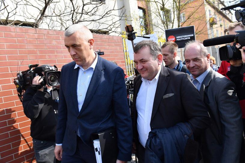 Stanisław Gawłowski i adwokat Roman Giertych w drodze do prokuratury / Marcin Bielecki    /PAP