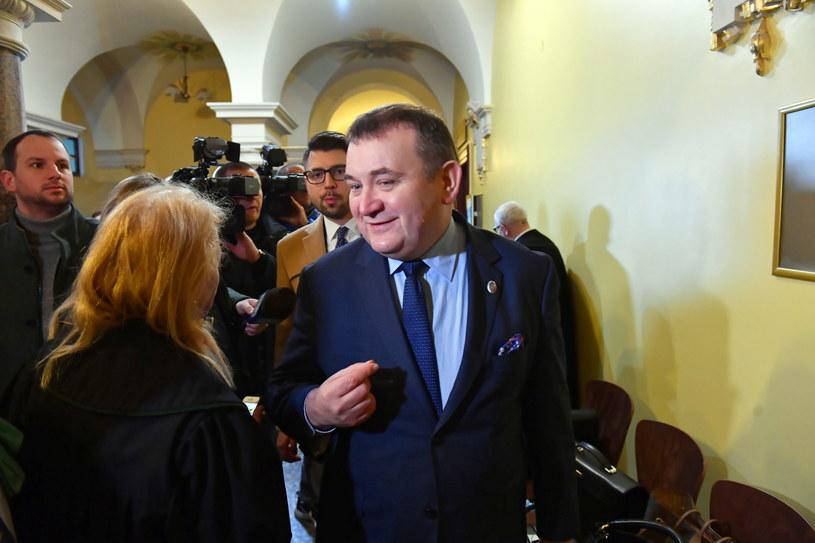 Stanisław Gawłowski na korytarzu Sądu Okręgowego w Szczecinie / Marcin Bielecki    /PAP