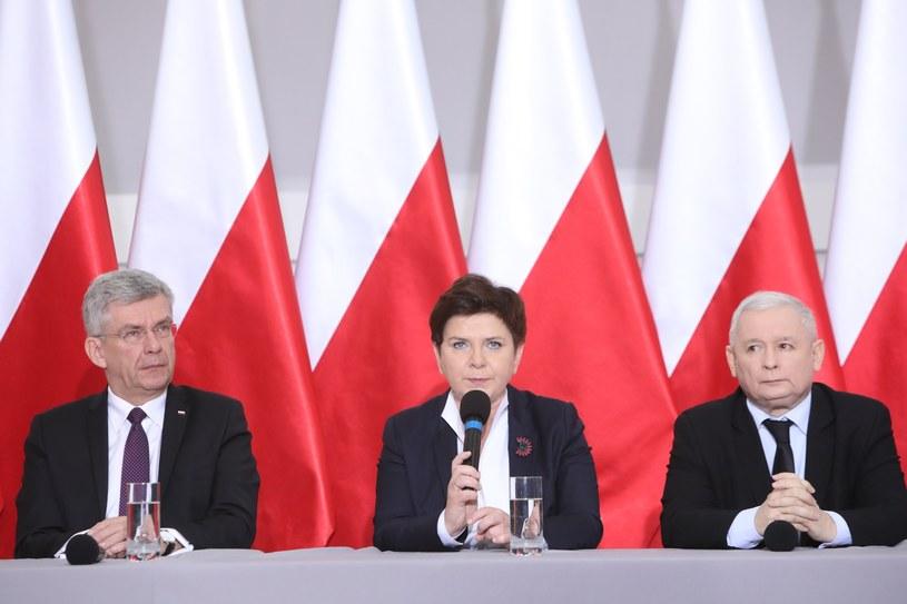 Stanisław Karczewski, Beata Szydło i Jarosław Kaczyński /STANISLAW KOWALCZUK /East News