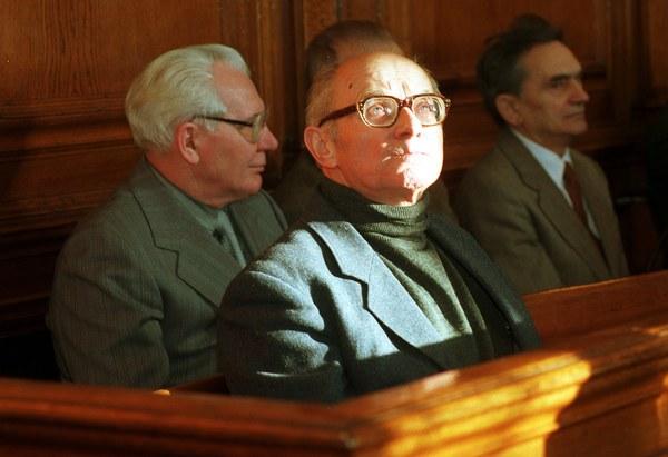 Zmarł Stanisław Kociołek, b. wicepremier PRL sądzony za przyczynienie się do masakry robotników na Wybrzeżu w grudniu 1970 r.