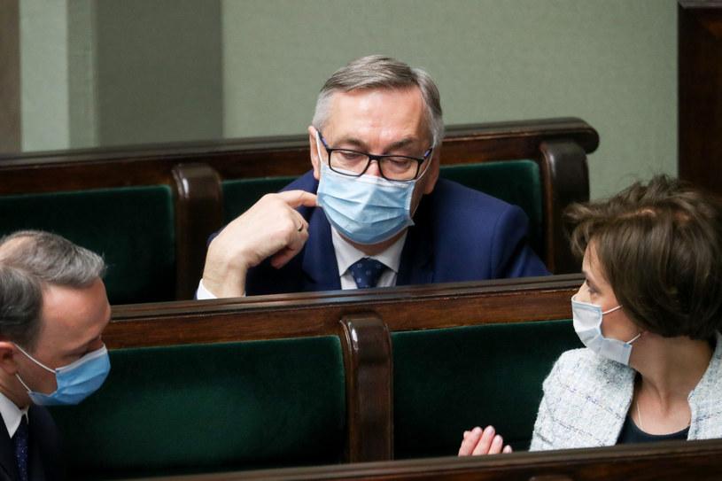 Stanisław Szwed (w centrum) podczas posiedzenia Sejmu /Andrzej Iwańczuk /Reporter