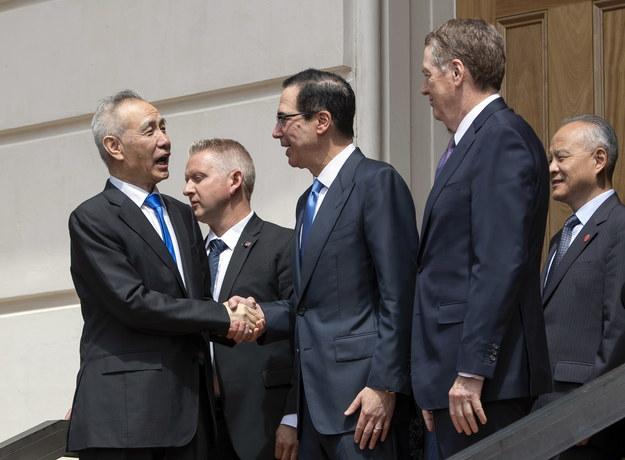 Stany Zjednoczone reprezentował na nich w piątek, pełnomocnik USA ds. handlu Robert Lighthizer i szef resortu finansów USA Steven Mnuchin, a Chiny wicepremier Liu He. /ERIK S. LESSER /PAP/EPA