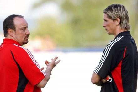 """""""Staraj się Fernando""""- mówi do swojego gracza Rafael Benitez /AFP"""