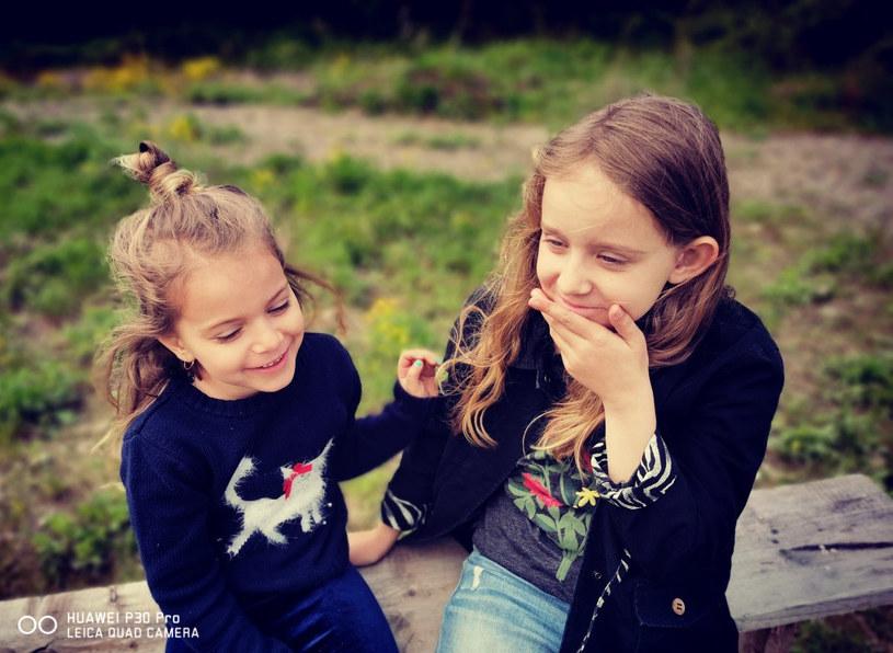 Starajmy się uchwycić dzieci w spontanicznej pozie /INTERIA.PL