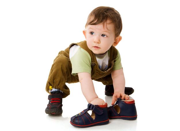 Staranne dobranie pierwszych butów pomoże uniknąć problemów w przyszłości /123RF/PICSEL