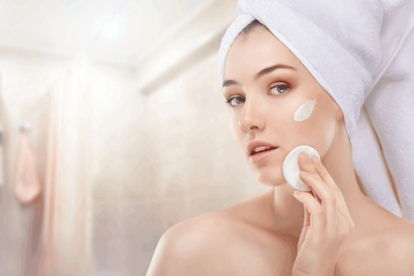 Starannie dobieraj kosmetyki /123RF/PICSEL