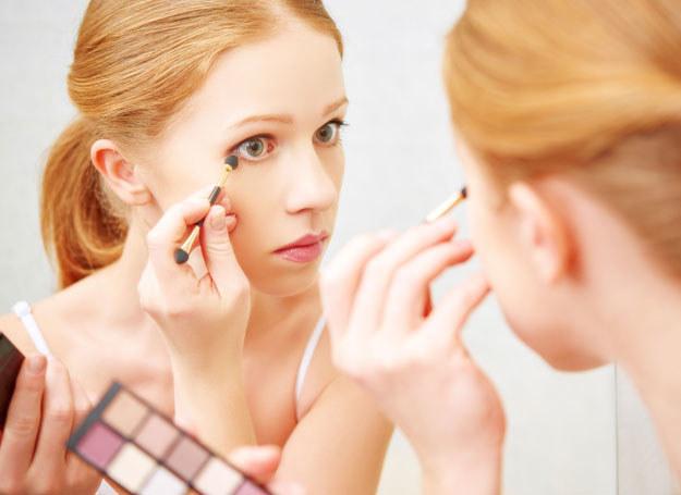Starannie wykonany makijaż może optycznie powiększyć oczy /123RF/PICSEL