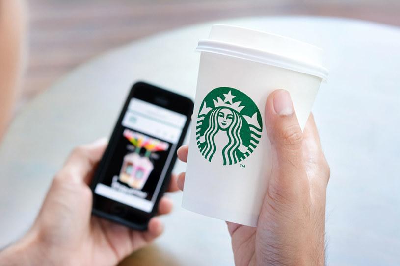 Starbucks to największa na świecie sieć kawiarni /123RF/PICSEL