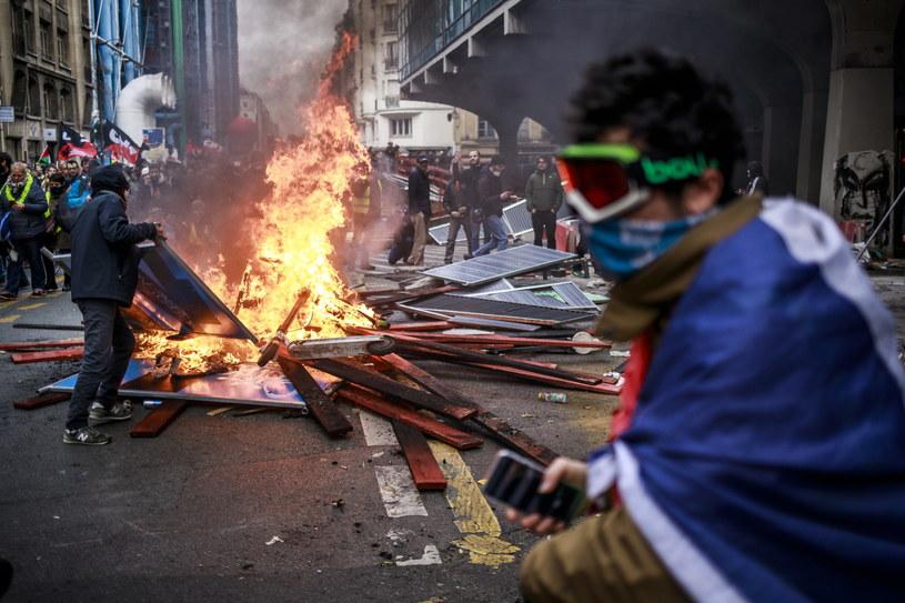 Starcia demonstrantów z policją w Paryżu /CHRISTOPHE PETIT TESSON /PAP/EPA