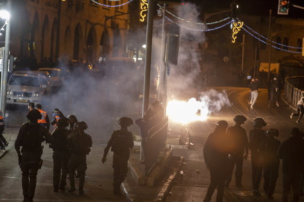 Starcia między Palestyńczykami a policją /ATEF SAFADI  /PAP/EPA