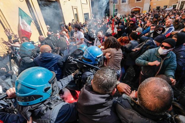 Starcia podczas protestu restauratorów w Rzymie /GIUSEPPE LAMI /PAP/EPA
