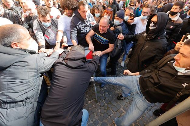 Starcia podczas protestu /GIUSEPPE LAMI /PAP/EPA