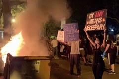 Starcia przed Białym Domem, w powietrzu gaz łzawiący. W Waszyngtonie zamieszki