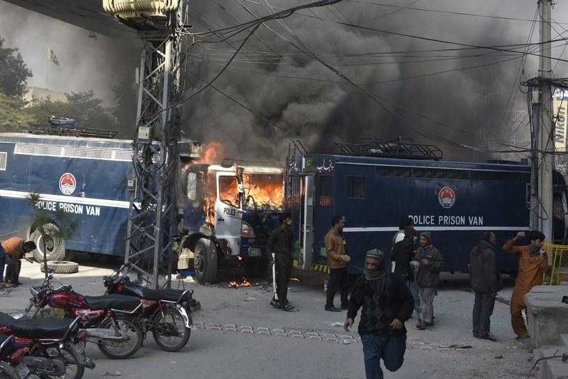 Starcia wybuchły między członkami radykalnej organizacji Tehreek-e-Labaik Yah Rasool Allah Pakistan a siłami bezpieczeństwa /SOHAIL SHAHZAD /PAP/EPA