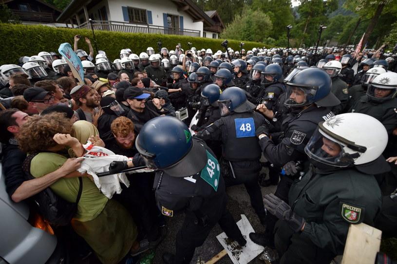 Starcia z policją w czasie protestów w Niemczech /BORIS ROESSLER   /PAP/EPA