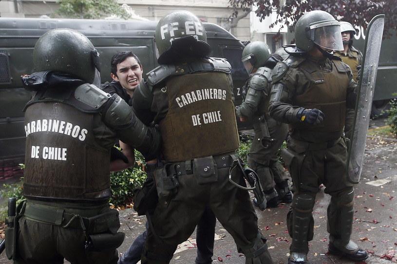 Starcia z policją w Santiago /MARIO RUIZ /PAP/EPA