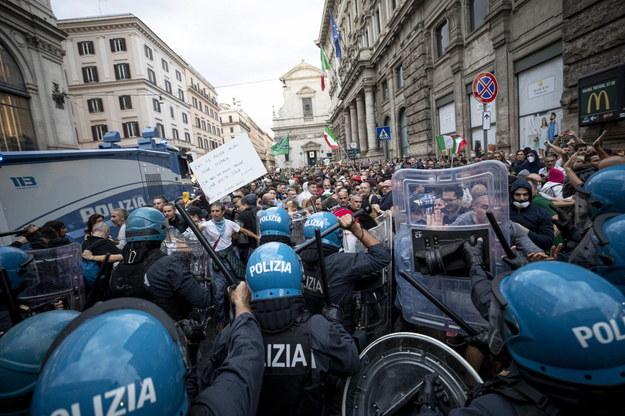 Starcie antyszczepionkowców z policją w Rzymie /MASSIMO PERCOSSI /PAP/EPA