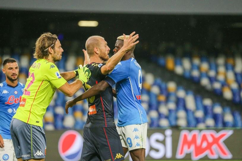 Starcie piłkarzy podczas meczu Genoa - Napoli /Newspix