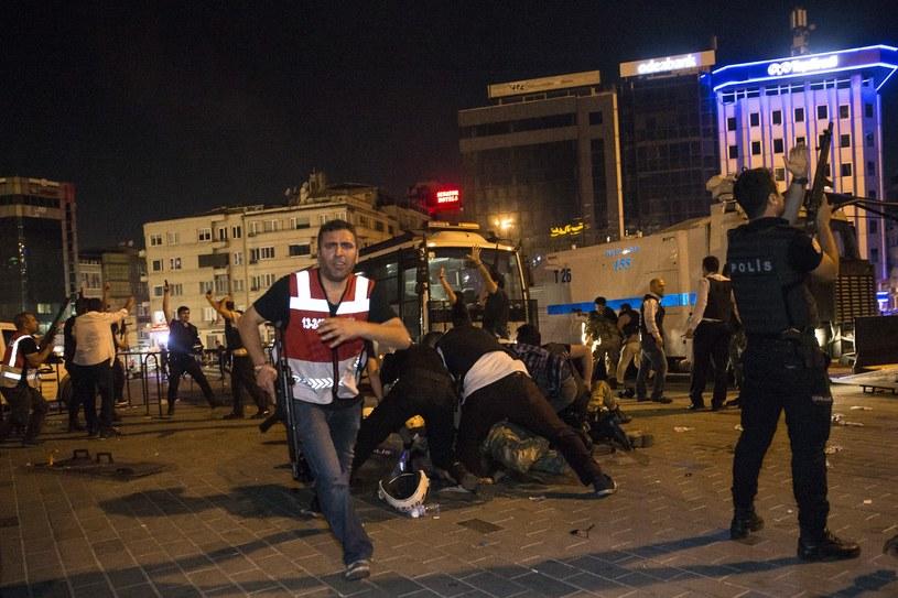Starcie policji z żołnierzami w Stambule /Getty Images