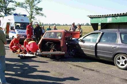 Stare samochody, fatalne drogi... /