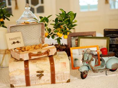 Stare walizki są piękne same w sobie i czasem niewiele potrzebują, aby przykuć wzrok /Kraina  Ślubów /Wedding