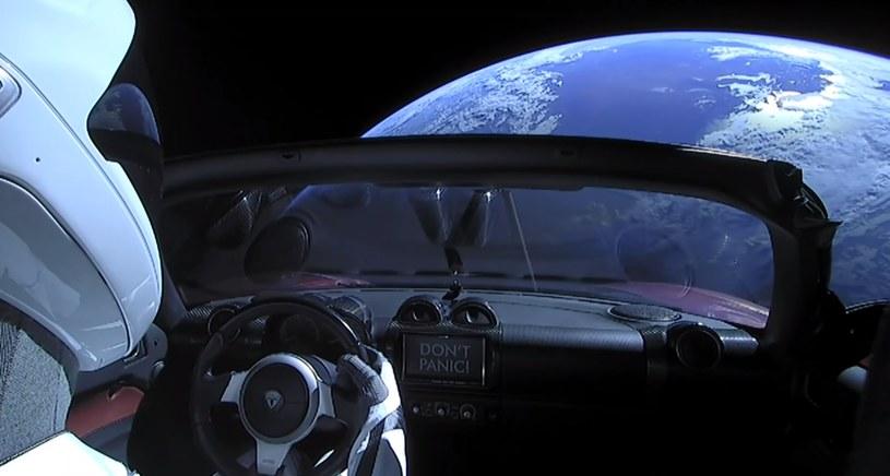 Starman aktualnie obserwuje ziemię, ale docelowo poleci na Marsa /