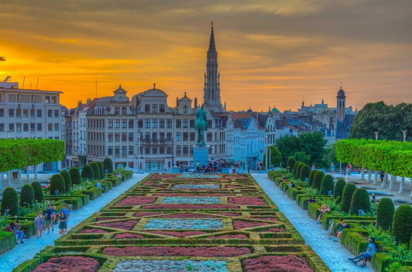 Starówka Brukseli zachęca do spacerów, zwłaszcza w czasie zachodu słońca /123RF/PICSEL