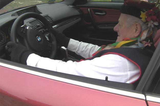 Starsi Polacy też uwielbiają prowadzić samochód /INTERIA.PL