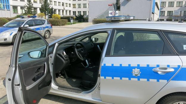 Starsza kobieta cztery dni leżała na podłodze. Pomógł jej policjant /Jacek Skóra /RMF FM