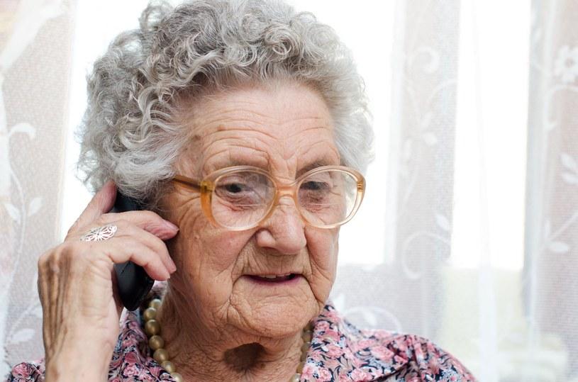Starsza pani zadzwoniła do burmistrza w tej sprawie, zdj. ilustracyjne /123RF/PICSEL