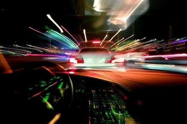 Starsze osoby powinny ograniczyć jazdę po zmroku /