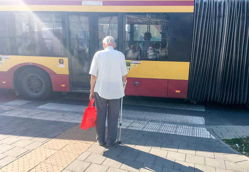 Starszy mężczyzna w Łodzi /Piotr Kamionka /Reporter