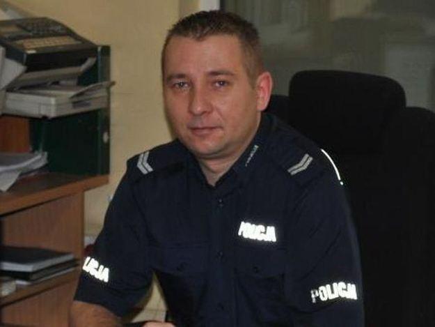 Starszy sierżant Robert Wawryn pełni obowiązki dyżurnego KP Szprotawa /Policja