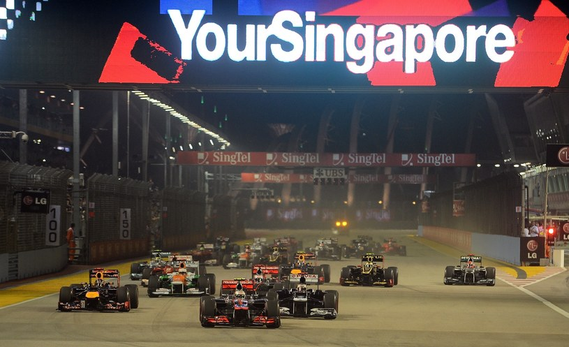 Start do wyścigu o GP Singapuru /AFP