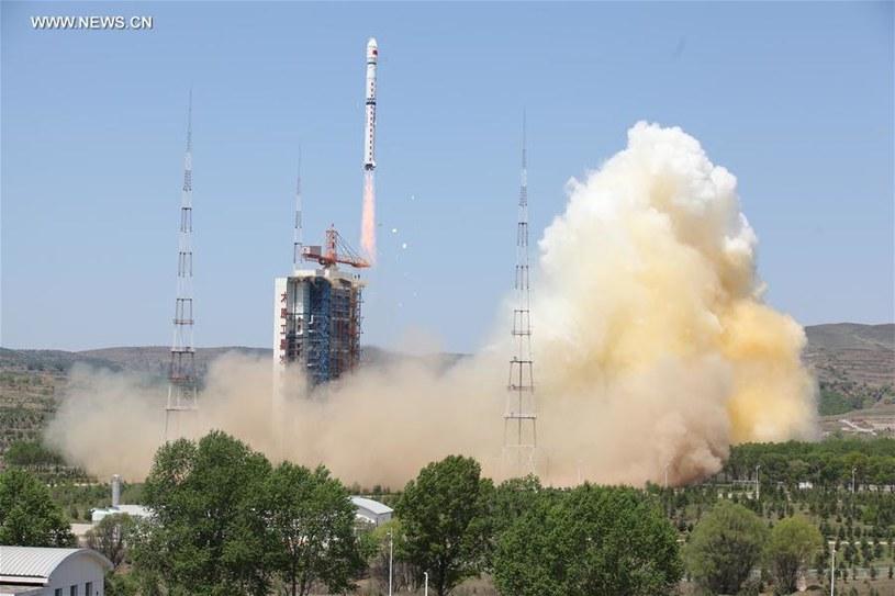Start rakiety CZ-4B /Kosmonauta