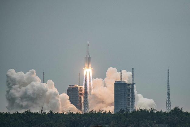 Start rakiety Długi Marsz 5B /MATJAZ TANCIC /PAP/EPA