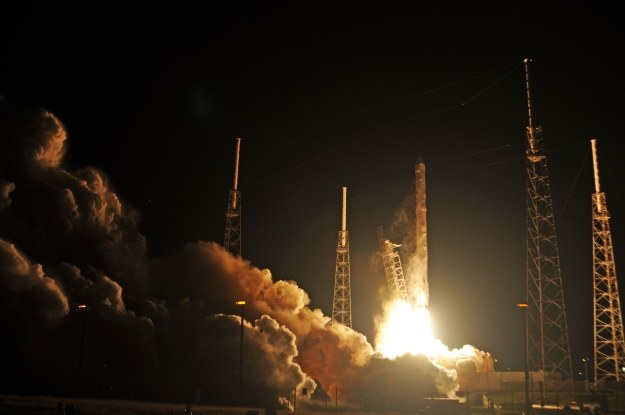 Start rakiety Falcon 9 z kapsułą Dragon /AFP