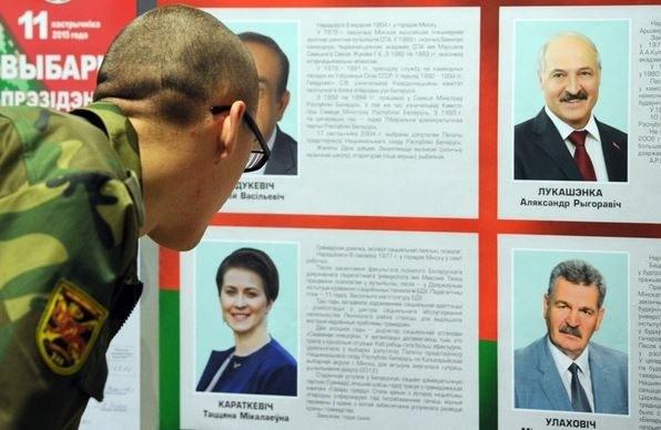 Startowało 4 kandydaów. Według oficjalnych wyników, Łukaszenka otrzymał ponad 83 proc. głosów /SERGEI GAPON /AFP