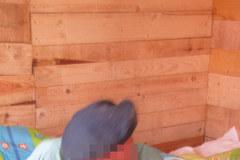 Staruszek oddał mieszkanie rodzinie, zamieszkał w lepiance