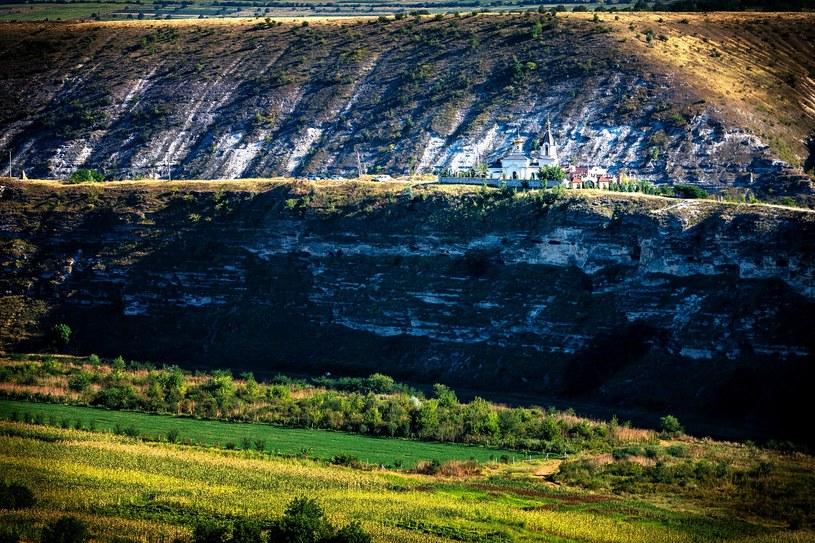 Stary Orgiejów leży w malowniczej dolinie rzeki Raut /materiały prasowe