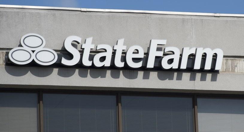 State Farm - logotyp na tle biura /AFP