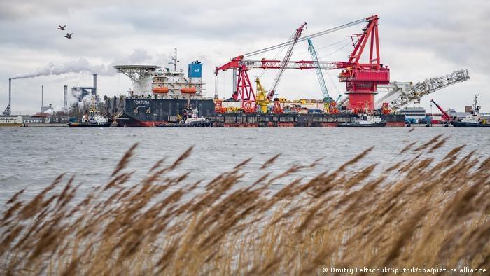 Statek Fortuna układający rury gazociągu Nord Stream 2 /Dmitrij Leltschuk/Sputnik/dpa/picture alliance /Deutsche Welle
