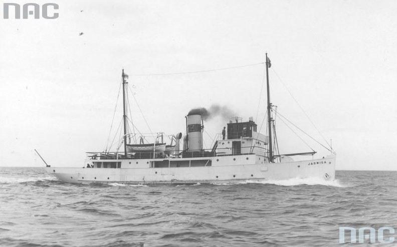 """Statek """"Jadwiga"""", późniejsza """"Anna"""", podczas rejsu /Z archiwum Narodowego Archiwum Cyfrowego"""